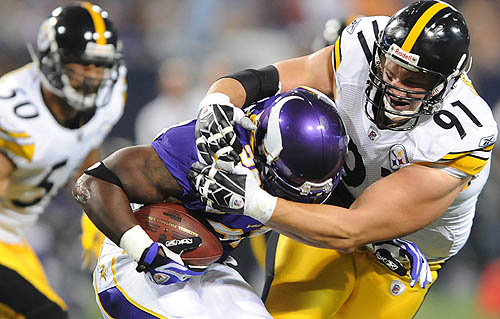 Aaron_Smith_Tackling_AP